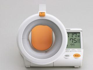 オムロン血圧計HEM1000
